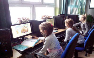 Uczniowie ZSO  29 uczą się programowania